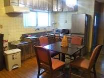 ロビーIHコンロ、電子レンジ、大型冷蔵庫完備
