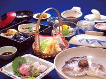 お造りや天麩羅など、瀬戸内の新鮮な魚介をふんだんに使用した会席料理(一例)