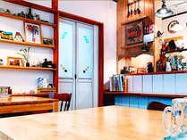 ・館内/カフェスペース:ひと休みや観光情報など交流の場としてご利用いただけます。