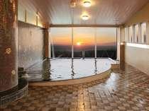 美しい朝陽を見る事ができる大展望風呂「桃源の湯」