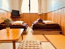 【2F和室】ごろんとなれる畳のお部屋です。こちらは1~2名様でのご利用となります。