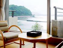 【和室一例】お部屋からは海が一望!のんびりお寛ぎいただけます。