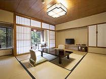 【一般客室】ほっとひと息できる静謐な空間です。※バスなしトイレあり