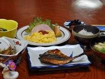 朝食は地元の干物など