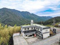自然いっぱいの那智山に佇む宿