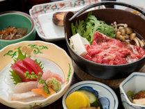 *夕食/お刺身や、牛鍋。地元で採れた野菜などをご用意しております。