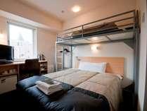 2名様用のスーパールーム。150cmダブルベッド+ロフトベッド付き!
