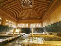 【大浴場:静かの湯】広々とした空間に6つの寝湯処。