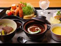【お子様食:洋食】洋食はお子様の大好きな海老フライやハンバーグなど。