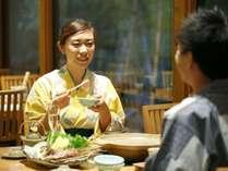美味しいお食事に、自然と会話も弾む。