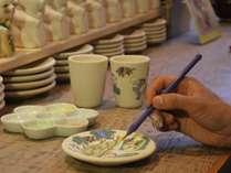 陶芸工房「釉らく」にて絵付け体験♪お皿・湯呑み・お茶碗よりお好きな素材に絵付け★