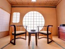 離れ 月見亭「二人静」。明治の趣きを表現した特別室です。源泉古代檜風呂付き。