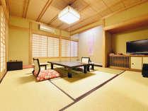 当館人気!離れ 養春亭「入勝」。大正の趣きを表現した客室です。源泉古代檜風呂付き。