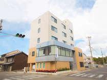 洲本市の中心に位置する便利なビジネスホテルです。