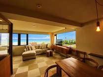【読谷随一の眺望】水平線まで見渡せる青い海と、暖かな光のインテリアが、お客様をお迎えいたします。