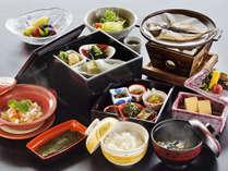 """「一泊朝食プラン」夜は【天然温泉】を、朝は""""地元食材""""を使用した朝食を堪能。"""