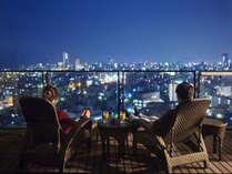"""高松市内の景色を存分に楽しめる""""200度の大パノラマビュー""""大切な方とゆったり贅沢な時間を――。"""