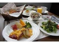 地元野菜中心の朝食の一例