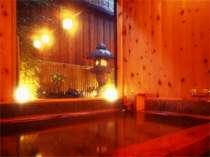 ひのき風呂の柔らかさに包まれた、源泉かけ流しの癒しのお湯