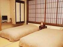 *【和室20畳】寝心地の良いベッドをご用意しております。