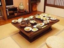 *【和室20畳】囲炉裏を囲んでお料理をお楽しみ下さい。