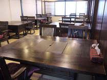 *お食事場所にはテーブルをご用意。正座が苦手な方もご安心ください。