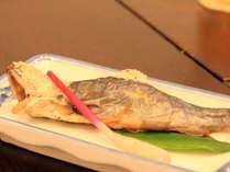 *香ばしい香りが口の中いっぱいに広がる岩魚の塩焼き(お食事一例)