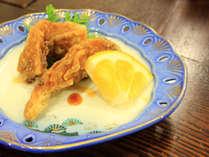 *カラッとしたころもに旨みがとじられた鯉のから揚げ(お食事一例)