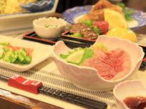 *彩り豊かな季節の味を揃えてご用意致します。(ご夕食一例)