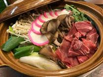 *ジビエ鍋一例(猪肉・鹿肉・熊肉・鴨肉) 食材は仕入れにより変わります。