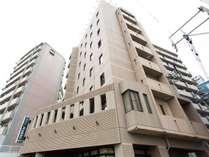 ◆外観◆博多駅から徒歩8分、福岡空港から車で15分