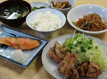 【夕食】北誠荘一番人気のから揚げ定食!ボリュームもあると好評です♪