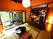 【客室】自慢の離れは、寝湯・露天・岩盤浴を備える。温泉三昧♪