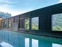 【風呂】本館屋上の展望露天からは、良質の硫黄泉と霧島の自然が楽しめる