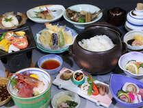 その時期の地元の美味しい食材を使った会席料理です