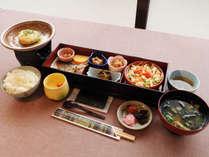 【和朝食】食後にはセルフサービスのコーヒーもあります。(メニュー例)