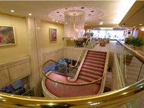 1階から2階ロビーへ