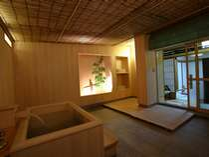 【特製風呂付客室】お部屋の外にお風呂があります。※石タイプもあります。