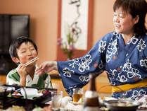"""ご家族で楽しくお部屋食はいかがでしょうか。お子さんの笑顔も""""来て良かったね!"""""""