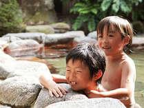 【露天風呂】おにいちゃん、肩までつかって!