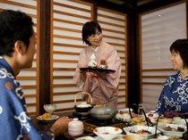 【お食事処】お料理や地元の観光スポットなど何でもお尋ねください。