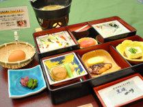 【朝食】アツアツのお味噌汁をたっぷりお召し上がりください。