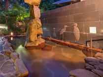 やっぱり露天風呂は気持ちいいですね♪ 石積みモニュメントもチヨッピリ視線をさえぎってくれます。