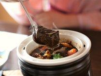 コトコトと煮込んだビーフシチューも当館自慢の料理です。