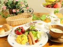 ☆朝食は温かいスープ・パンとワンプレートの品々をお出ししています。