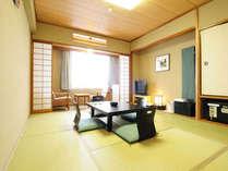 10畳の海側和室です。お部屋内で喫煙する事が可能です。お布団は、客室係りが敷きに伺います。