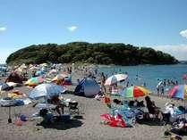 沖ノ島海水浴場 ホテルからお車で約20分 磯遊びもできる透明度の高い海水浴場。