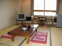 和室8畳タイプトイレ・洗面台共用タイプビジネスマンに人気の客室です。