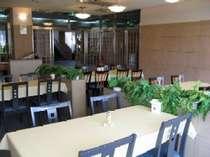 夕食は、新館ラウンジ『キャベル』にてご用意させていただきます。