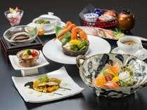 活鮑や握り寿司、ずわい蟹など贅沢食材を心ゆくまでお楽しみ下さいませ。(北彩膳)